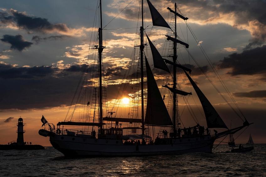Hanse Sail Abendtörn vor Warnemünde